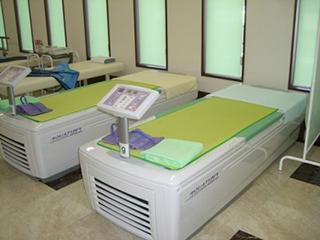 ウォーターベッド型治療器